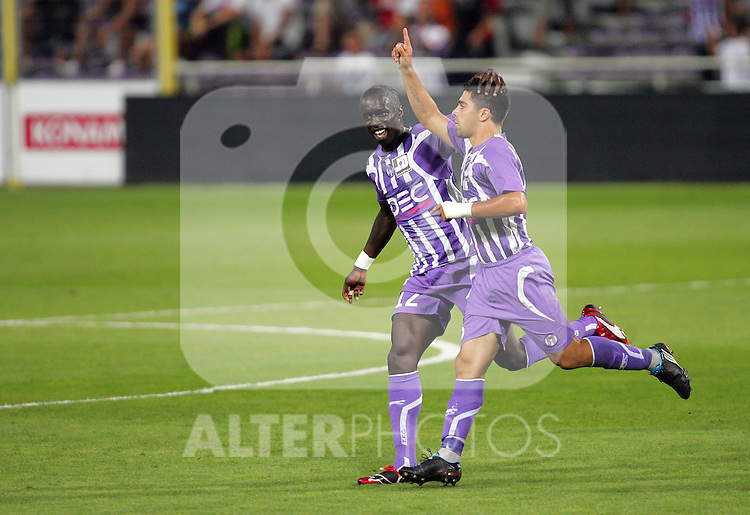 Moussa Sissoko celebrates with goalscorer Macheda after the first goal. Toulouse v Saint Etienne (3-1), 2eme Journee, Ligue 1 2009/2010, Stade Municipal, Toulouse, France, 15th August 2009.