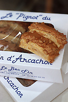 """Europe/France/Aquitaine/33/Gironde/Bassin d'Arcachon/Arcachon: Pignot d'Arcachon feuilleté au pignon caramélisés-Boutique """"Le Bec Fin"""" 19 av Gambetta"""
