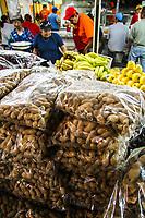 Los cacahuates en los puestos del mercado municipal no pueden faltar si se piensa en agragar a la capirotada