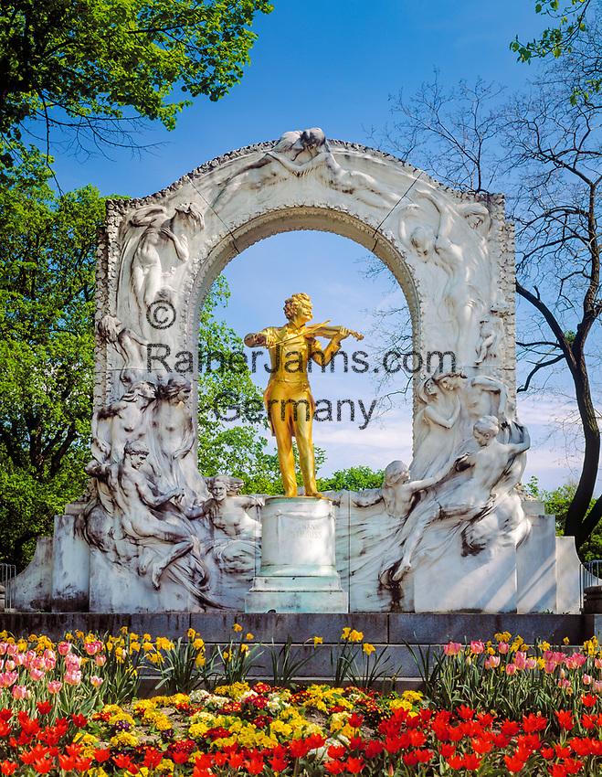 Austria, Vienna, Johann Strauss II - Statue at city park | Oesterreich, Wien, Johann Strauss II - Statue im Stadtpark