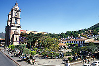 Valle de Bravo, with its beautiful lake, colonial buildings, cobbled streets,  and a 2 hour drive from Mexico City, is a favorite getaway for the capital's wealthy elite. 3-13-06