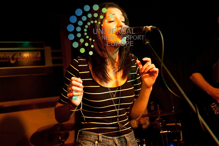 Katie Sutherland lead vocalist of Glasgow Band Pearl and the Puppets play the Classic Grand...Classic Grand, Glasgow. Picture: Euan Anderson/Universal News And Sport (Scotland) 12th February 2010.