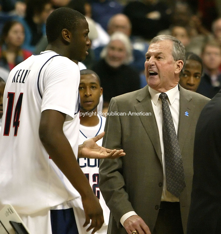 STORRS, CT, 02/28/07- 022807BZ20- UConn head coach Jim Calhoun shows his displeasure with Curtis Kelly (14) durig the game against Villanova <br /> at Gampel Pavilion Wednesday night. <br /> Jamison C. Bazinet Republican-American
