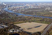 Gewerbegebiet Neuland 23: EUROPA, DEUTSCHLAND, HAMBURG, (EUROPE, GERMANY), 07.01.2018 Gewerbegebiet Neuland 23. <br /> Schonende Beleuchtung, einen hoher Grünanteil und die Nutzung regenerativerer Energien in Gewerbegebietsentwicklung zu integrieren, sind der städtebauliche Beitrag zu den Klimaschutzzielen des Senats. Das Projekt Neuland 23 wird als eines von 19 Klima-Modell-Quartieren in Hamburg geplant. Mit kühlenden Gründächern, einem integrierten Regenwasser- und Energiemanagement und Fotovoltaik-Anlagen wird die 27 Hektar große Fläche zu einem energie- und klimaeffizienten Gewerbegebiet entwickelt. <br /> Nachhaltige Hafenlogistik und Klima-Modell-Quartier<br /> Um Hamburgs Gewerbeflächenpotential in Hafennähe auszubauen und als internationales Kompetenzzentrum für Logistik zu stärken, sollen an der A1-Anschlussstelle 23 in Harburg Flächen bereitgestellt und das Ansiedlungsmanagement optimiert werden. Das Gebiet Neuland 23 westlich der Bundesautobahn soll für die Nutzung von Logistikbetrieben hergerichtet werden. Da es sich bei dem Plangebiet um ein Klima-Modell-Quartier handelt, wird die Industriegebietsfläche durch die Begrünung der Dächer und reduzierte Beleuchtung in das Landschaftsbild integriert. Etwa 90 Prozent der Dachflächen sind Gründächer, die mit ihrer natürlichen Verdunstungskühle den Energiebedarf der Gebäude senken und das Lokalklima günstig beeinflussen. Als CO2-einsparende und nachhaltige Maßnahmen ergänzen die Gewinnung von Solarenergie und ein klimabegünstigendes Be- und Entwässerungssystem die Projektumsetzung.