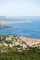 France, Provence-Alpes-Côte d'Azur, Menton: view across Menton towards the Ligurian Coast | Frankreich, Provence-Alpes-Côte d'Azur, Menton: Blick ueber Menton und weiter zur Ligurischen Kueste