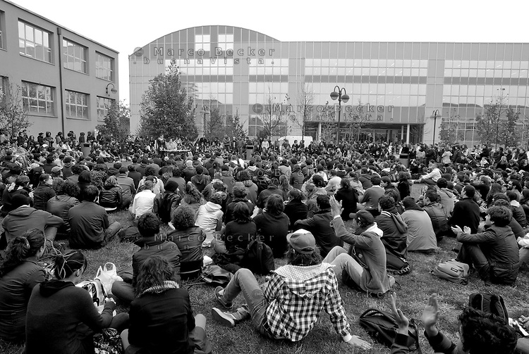 milano, assemblea degli studenti al politecnico bovisa contro la riforma dell'istruzione --- milan, student assembly at the bovisa Polytechnic University against the school reform