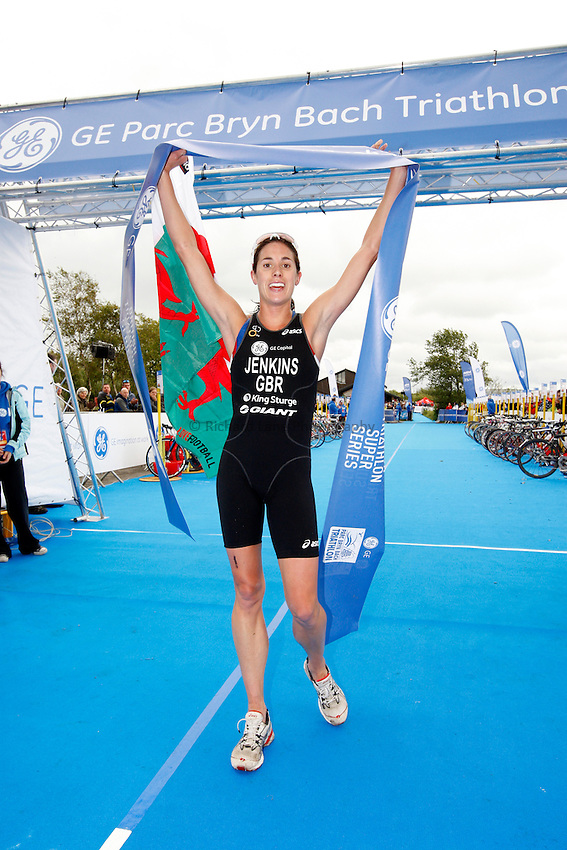 Photo: Richard Lane/Richard Lane Photography. GE Parc Bryn Bach Triathlon. 19/09/2010. Helen Jenkins celebrates winning the Elite Womens' race.