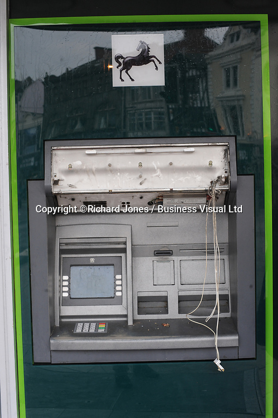 A broken Lloyds Bank ATM in Cardiff.      29-Sept-2013