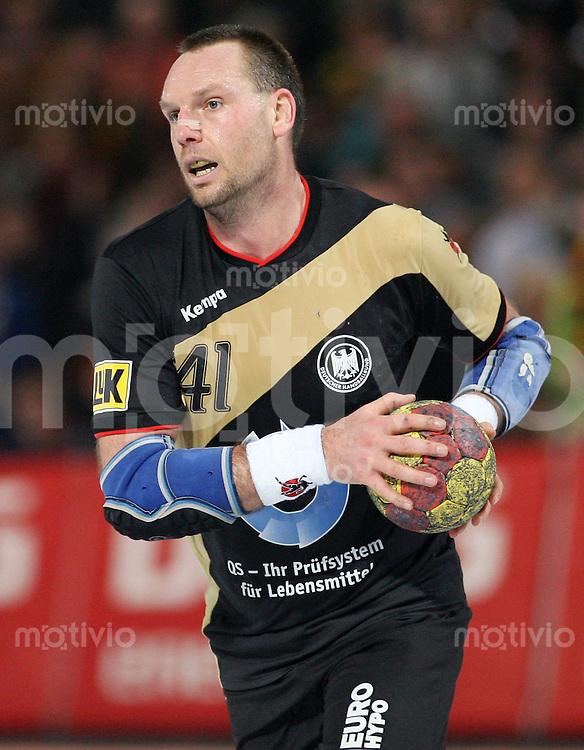 Handball-WM 2007  HAUPTRUNDE  Christian SCHWARZER (Deutschland) am Ball