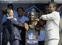 Sara White, left, wife of hall of fame inductee Reggie White, and their son Jeremy unveil the bust of Reggie White during the Pro Football Hall of Fame induction ceremony Saturday, Aug. 5, 2006, in Canton, Ohio.<br />