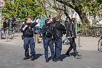 """Mit Transparenten, Plakaten und Flyern protestierten am Sonntag den 19. April 2020 in Berlin Menschen mit mehreren Flashmobs """"gegen das europaeische Grenzregime und die immer weiter zunehmenden Verbote der Meinungsaeusserung"""". Sie hielten dabei Schilder und Transparente, auf denen sie z.B. die Aufnahme der Fluechtlinge in den griechischen Fluechtlingslagern wie Moria forderten oder den Kapitalismus als Ursache fuer die Corona-Krise nannten.<br /> Im Bild: Eine Polizeistreife betrachtet die Menschen beim Flashmob auf der Admiralbruecke in Berlin Kreuzberg.<br /> 19.4.2020, Berlin<br /> Copyright: Christian-Ditsch.de<br /> [NUR FUER REDAKTIONELLE ZWECKE! Werbung nur auf Anfrage beim Fotografen. Inhaltsveraendernde Manipulation des Fotos nur nach ausdruecklicher Genehmigung des Fotografen. Vereinbarungen ueber Abtretung von Persoenlichkeitsrechten/Model Release der abgebildeten Person/Personen liegen nicht vor. NO MODEL RELEASE! Don't publish without copyright Christian-Ditsch.de, Veroeffentlichung nur mit Fotografennennung, sowie gegen Honorar, MwSt. und Beleg. Konto: I N G - D i B a, IBAN DE58500105175400192269, BIC INGDDEFFXXX, Kontakt: post@christian-ditsch.de<br /> Bei der Bearbeitung der Dateiinformationen darf die Urheberkennzeichnung in den EXIF- und  IPTC-Daten nicht entfernt werden, diese sind in digitalen Medien nach §95c UrhG rechtlich geschuetzt. Der Urhebervermerk wird gemaess §13 UrhG verlangt.]"""