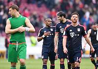 Fussball  1. Bundesliga  Saison 2015/2016  29. Spieltag  VfB Stuttgart  - FC Bayern Muenchen    09.04.2016 Schlussjubel  FC Bayern Muenchen; Douglas Costa umarmt Javi Martinez