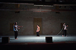 TROIS SOUFFLES<br /> <br /> Chorégraphie : Laurence Pages, Christina Towles<br /> Danse : Mathilde Duclaux, Julie Meyer-Heine, Leonardo Montecchia<br /> Lieu : Salle des charpentes, fondation Royaumont<br /> Le 20/09/2013<br /> © Laurent Paillier / photosdedanse.com