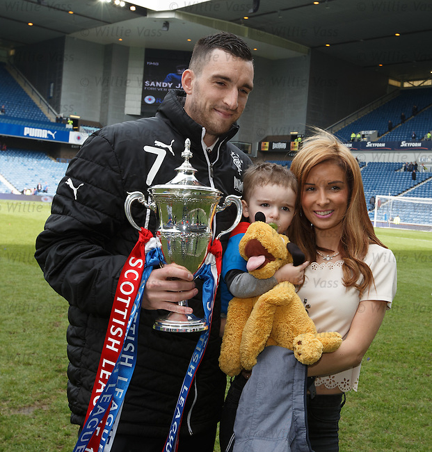 Lee Wallace and family with the league trophy