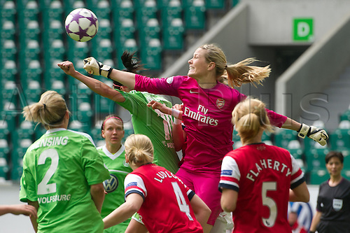 21.04.2013. Wolfsburg, Germany. Womens Champions League, Wolfsburg versus Arsenal, second leg.  Wolfsburg's Selina Wagner (M,L) and Arsenal's keeper Emma Byrne (M) in action