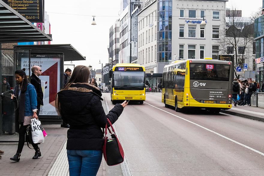 Nederland, Utrecht, 26 maart 2015<br /> Openbaar vervoer. Stadsbussen in Utrecht.<br /> <br /> Foto: (c) Michiel Wijnbergh