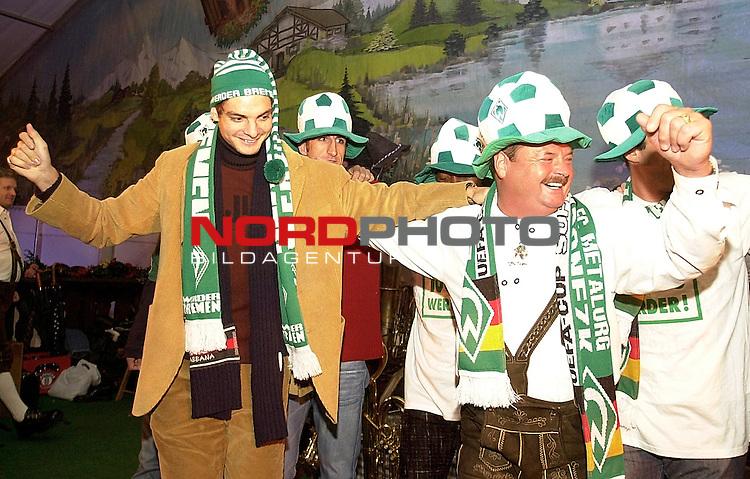 SV Werder Bremen Profis auf dem Bremer Freimarkt<br /> Die Werder Profis zu Gast im Bayernzelt auf dem Bremer Freimarkt. Traditionell muessen die Neuzugaenge die Bayernkapelle im vollbesetzten Zelt dirigieren.<br /> Angelos Charisteas (links) tanzt auf der Buehne Sirtaki.<br /> Foto &copy; nordphoto  *** Local Caption *** Foto ist honorarpflichtig! zzgl. gesetzl. MwSt<br /> Belegexemplar erforderlich<br /> Adresse: nordphoto<br /> Georg-Reinke-Strasse 1<br /> 49377 Vechta