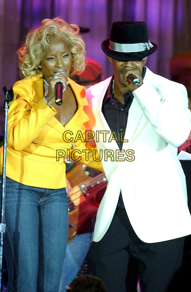 MARY J. BLIGE & JAMIE FOXX.2005 Clive Davis Annual Grammy Party Cocktail Reception held at the Beverly Hills Hotel, Beverly Hills, California, USA,.12th February 2005..half length performing on stage concert live gig yellow jacket hat white suit.Ref: ADM.www.capitalpictures.com.sales@capitalpictures.com.©LFarr/AdMedia/Capital Pictures .