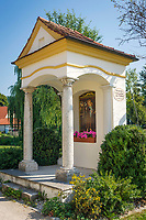 Deutschland, Bayern, Oberbayern, Naturpark Altmuehltal, Beilngries: Kapelle 'Antonius von Padua' erbaut um 1720 | Germany, Upper Bavaria, Natur Park Altmuehl Valley, Beilngries: chapel 'Antonius of Padua' built around 1720