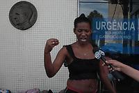 RIO DE JANEIRO, RJ, 29.08.2019: VIOLÊNCIA-RIO - Vizinhas de Launny Cristina Machado Batista falam com a imprensa. A menia de sete anos foi atingida por bala perdida durante tiroteio na Quatro Bicas na Vila Cruzeiro no com plexo da Penha na zona norte do Rio de Janeiro. A criança foi socorrida e levada para hospital Getúlio Vargas onde vai passar por uma cirurgia. (Foto: Celso Barbosa/Código19)