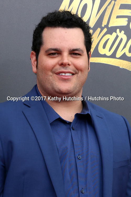 LOS ANGELES - MAY 7:  Josh Gad at the MTV Movie and Television Awards on the Shrine Auditorium on May 7, 2017 in Los Angeles, CA