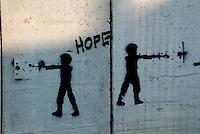Gerusalemme / Israele.Graffiti sul muro costruito dalle autorità israeliane a Gerusalemme est..Foto Livio Senigalliesi