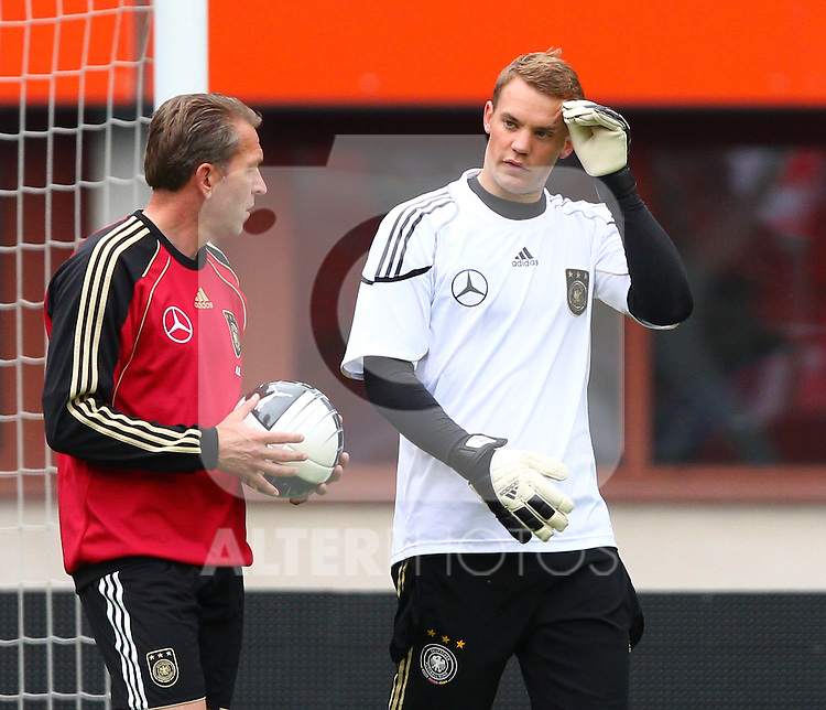 02.06.2011, Ernst Happel Stadion, Wien, AUT, UEFA EURO 2012, Qualifikation, Abschlusstraining Deutschland (GER), im Bild Torwart-Trainer Andreas Köpke, (GER) und Manuel Neuer, (GER) // during the final training from Germany for the UEFA Euro 2012 Qualifier Game, Austria vs Germany, at Ernst Happel Stadium, Vienna, 2010-06-02, EXPA Pictures © 2011, PhotoCredit: EXPA/ T. Haumer