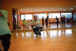 Chaque jeune pratique un sport ou une activite en de hors de l association. L un des plaisirs de Cedric est se rendre a la danse, une fois par semaine. Vernon juin 2008