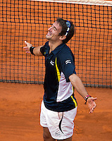 02-06-13, Tennis, France, Paris, Roland Garros,  Tommy Robredo in jubilation after defeating Almagro in five sets being two sets down.