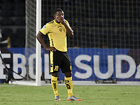 BOGOTÁ - COLOMBIA, 25-07-2017: Miguel Segura O jugador de F Amarilla luce decepcionado después del partido entre Independiente Santa Fe de Colombia y Fuerza Amarilla de Ecuador por la segunda fase, llave 8, de la Copa CONMEBOL Sudamericana 2017 jugado en el estadio Nemesio Camacho El Campin de la ciudad de Bogotá. / Miguel Segura O player of F Amarilla looks disappointed after the match between Independiente Santa Fe of Colombia and Fuerza Amarilla of Ecuador for the second phase, key 8, of the Copa CONMEBOL Sudamericana 2017 played at Nemesio Camacho El Campin stadium in Bogota city.  Photo: VizzorImage / Gabriel Aponte / Staff