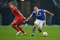 FUSSBALL   EUROPA LEAGUE   SAISON 2011/2012  ACHTELFINALE FC Schalke 04 - Twente Enschede                         15.03.2012 Willem Jansaen (li, Enschede) gegen Jermaine Jones (re, FC Schalke 04)