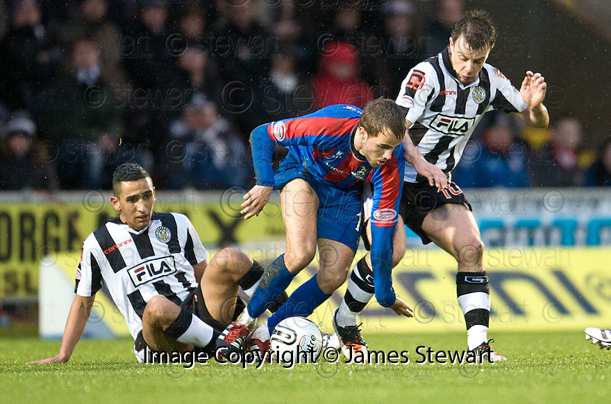 CALEY'S ANDREW SHINNIE GETS AWAY FROM ST MIRREN'S ILIAS HADDAD AND ST MIRREN'S PAUL MCGOWAN..03/12/2011   Copyright  Pic : James Stewart.sct_jsp009_st_mirren_v_ict  .James Stewart Photography 19 Carronlea Drive, Falkirk. FK2 8DN      Vat Reg No. 607 6932 25.Telephone      : +44 (0)1324 570291 .Mobile              : +44 (0)7721 416997.E-mail  :  jim@jspa.co.uk.If you require further information then contact Jim Stewart on any of the numbers above.........