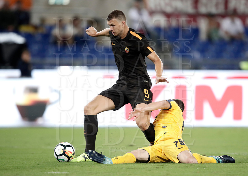 Calcio, Serie A: Roma, stadio Olimpico, 16 settembre 2017.<br /> Roma's Edin Dzeko (l) in action with Verona's Thomas Hertaux (r) during the Italian Serie A football match between AS Roma and Hellas Verona at Rome's Olympic stadium, September 16, 2017.<br /> UPDATE IMAGES PRESS/Isabella Bonotto