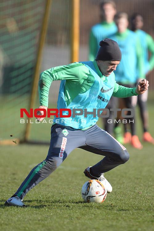 17.03.2016, Trainingsgelaende, Bremen, GER, 1.FBL, Training Werder Bremen<br /> <br /> im Bild<br /> Clemens Fritz (Bremen #8), <br /> <br /> Foto &copy; nordphoto / Ewert