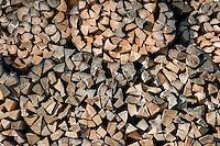 Germany, Bavaria, Upper Bavaria, Werdenfelser Land, Kruen - district Gerold: pile of firewood, close-up | Deutschland, Bayern, Oberbayern, Werdenfelser Land, Kruen - Ortsteil Gerold: Stapel Kaminholz, Detail