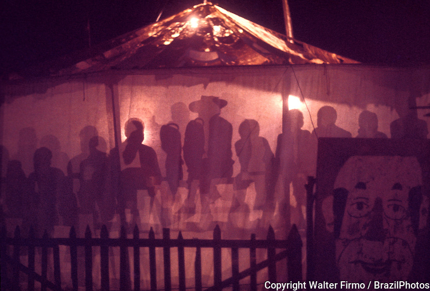 Second-rate itinerant theatre group, travelling show people, popular small circus at Sabara city, State: Minas Gerais; Brazil. Artists and their audience. Culture.