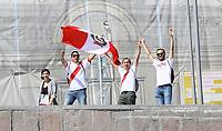 Peruanische Fans jubeln den Booten auf der Moskwa zu - 15.06.2018: Sightseeing Moskau