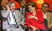 SAO PAULO, SP, 20 FEVEREIRO 2013 -  10 ANOS DO PARTIDO DOS TRABALHADORES GOVERNO FEDERAL NO PODER - O ex presidente Luiz Inacio Lula da Silva e a presidente Dilma Rouseff  durante a festa do Partido dos Trabalhadores (PT) para celebrar 33 anos do partido e dez anos no comando do Governo Federal, no Holiday Inn Parque Anhembi, na zona norte de São Paulo, nesta quarta-feira, 20. FOTO: WILLIAM VOLCOV / BRAZIL PHOTO PRESS