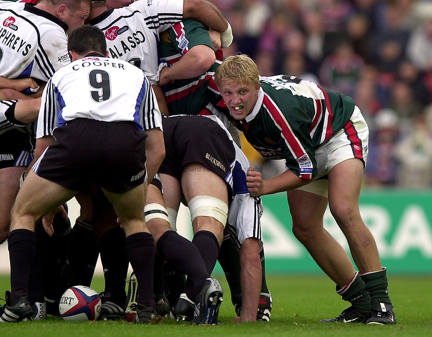 Photo. Richard Lane. .Leicester Tigers v Bath Rugby. Zurich Premiership. 05/10/2002.Lewis Moody