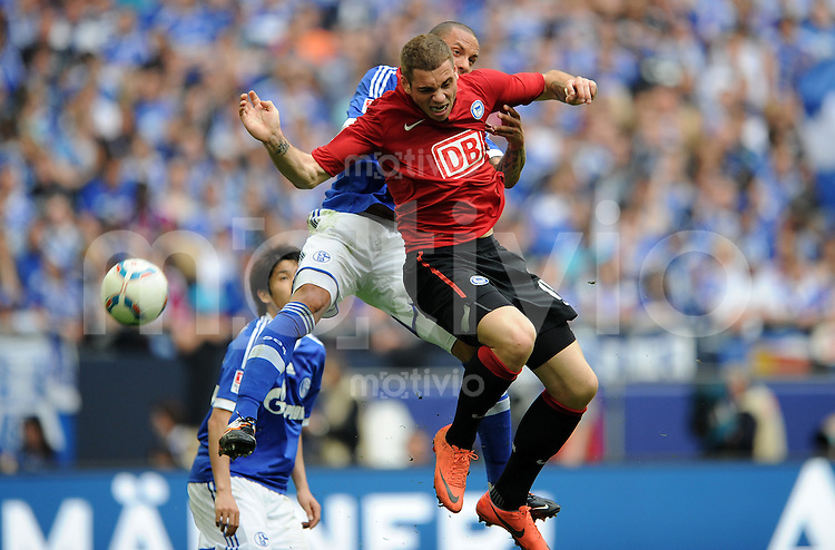 FUSSBALL   1. BUNDESLIGA   SAISON 2011/2012   33. SPIELTAG FC Schalke 04 - Hertha BSC Berlin                         28.04.2012 Jermaine Jones (li, FC Schalke 04) gegen Pierre-Michel Lasogga (re, Hertha BSC Berlin)