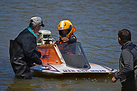 Mason Kuhr 7-E (Stock Outboard Hydroplane) with grandfather Steve Kuhr (L) and father Steve Kuhr, Jr.