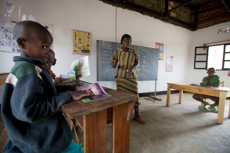 May0016089 . Daily Telegraph..Features..Children taking class at the Ngwino Nawe (Come To Us) Children's Village built by Rwanda Aid a british charity and recipient of funds from the Daily Telegraph's 2005 Christmas appeal..Built in Ntendezi in south west Rwanda, the village acts as both home and school for orphans, some victims of the 1994 genocide, and the mentally and physically handicapped...Rwanda 28 August 2009