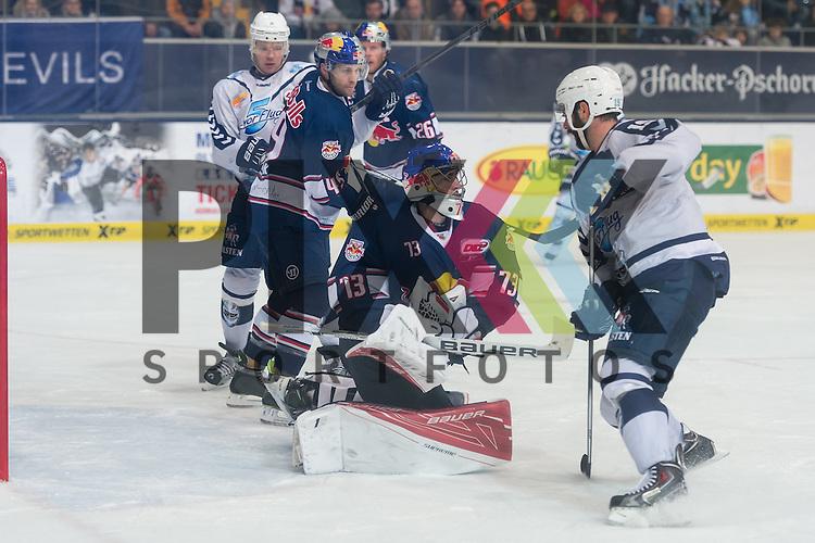 Eishockey, DEL, EHC Red Bull M&uuml;nchen - Hamburg Freezers <br /> <br /> Im Bild David LEGGIO (EHC Red Bull M&uuml;nchen, 73) kann den Puck mit der Fanghand in Unterzahl halten beim Spiel in der DEL EHC Red Bull Muenchen - Hamburg Freezers.<br /> <br /> Foto &copy; PIX-Sportfotos *** Foto ist honorarpflichtig! *** Auf Anfrage in hoeherer Qualitaet/Aufloesung. Belegexemplar erbeten. Veroeffentlichung ausschliesslich fuer journalistisch-publizistische Zwecke. For editorial use only.