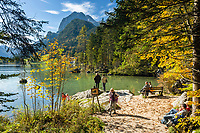 Deutschland, Bayern, Oberbayern, Berchtesgadener Land, Ramsau: der Hintersee, im Hintergrund die Berchtesgadener Alpen mit Reiter Alpe | Germany, Upper Bavaria, Berchtesgadener Land, Ramsau: Lake Hintersee, at background Berchtesgaden Alps with Reiter Alpe mountains