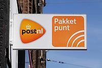 Nederland  Amsterdam - 2019.  Pakketpunt van PostNL.  Foto Berlinda van Dam / Hollandse Hoogte
