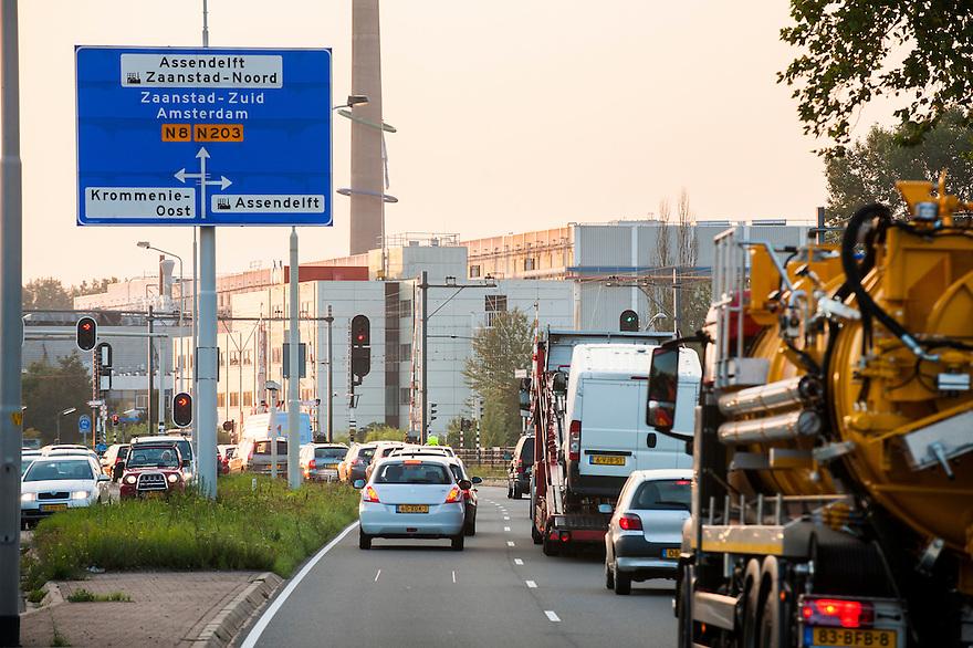 Nederland, Zaanstad, 4 sept 2014<br /> Verkeerssituaties bij Krommenie en Assendelft. In de spits is hier enorm veel verkeer wat vlak langs de woonhuizen rijdt.<br /> Foto: (c) Michiel Wijnbergh