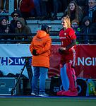 UTRECHT - keeper Alexandra Heerbaart (Ned) met bondscoach Alyson Annan (Ned)   tijdens  de Pro League hockeywedstrijd wedstrijd , Nederland-China (6-0) .  COPYRIGHT  KOEN SUYK