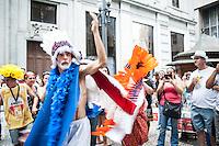 SÃO PAULO, SP - 01.02.2016: CARNAVAL-SP - Foliões se divertem no Bloco dos Bancários, na praça Antonio Prado, na região central de São Paulo, nesta segunda-feira (01). (Foto: Rogério Gomes/Brazil Photo Press)