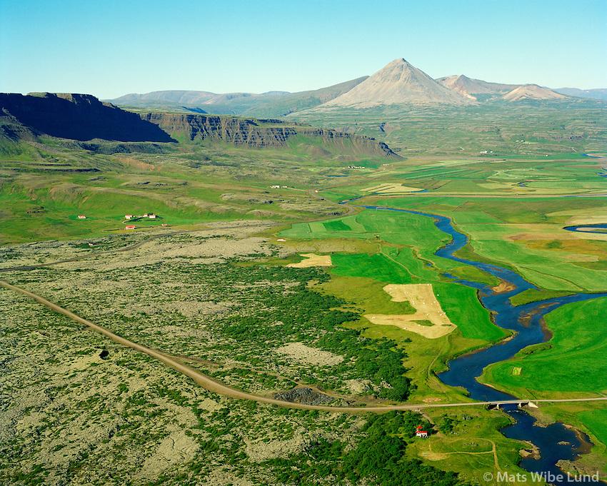 Brekka og Baula séð til norðurs, Grábrókarhraun og Norðurá fremst, Borgarbyggð áður Norðurárdalshreppur. / Brekka and mount Baula viewing north. Grabrokarhraun lavafield and Nordura river in foreground. Borgarbyggd former Nordurardalshreppur.
