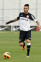 SAO PAULO, SP 20 SETEMBRO 2013 - TREINO CORINTHIANS - O jogador Guerrero durante o treino de hoje, 20, no Ct. Dr. Joaquim Grava. O time se prepara para enfrentar o time do Cruzeiro, líder do CampeonatoBrasileiro, domingo, no Estádio do Pacaembú. foto: Paulo Fischer/Brazil Photo Press.